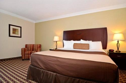 Best Western Johnson City Hotel & Conference Center Photo
