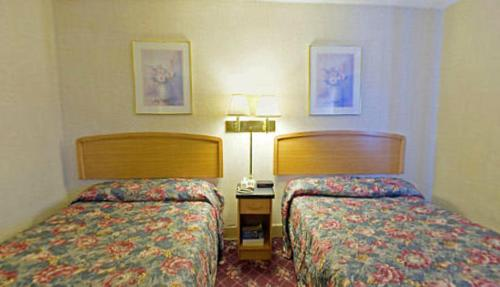 Americas Best Value Inn Dearborn Photo