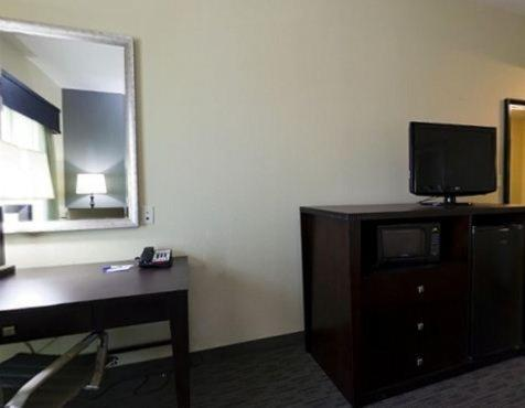 Holiday Inn Express Waycross Photo