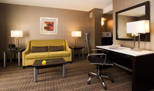 Holiday Inn Hotel & Suites Mississauga Photo