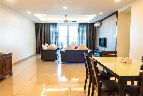 Luxury 4 Bedrooms Suite near Queensbay Mall by D Imperio Homestay, Bayan Lepas