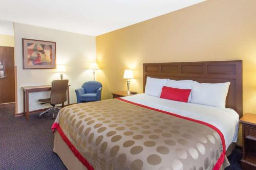Baymont Inn & Suites - Waukesha Photo