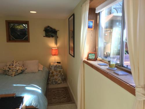 Cottage Lake Bed and Breakfast Photo