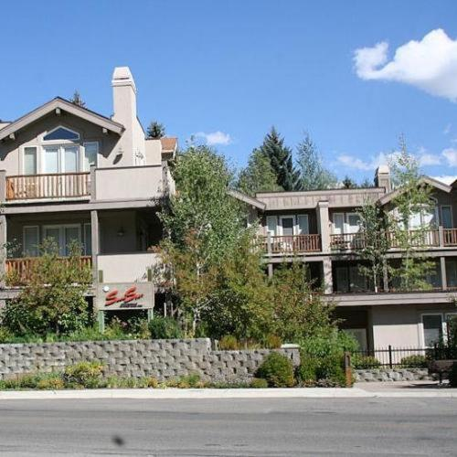 Photo of SnowStar by ResortQuest Hotel Bed and Breakfast Accommodation in Ketchum Idaho