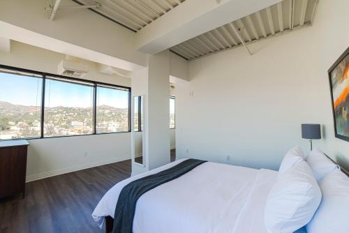 Hollywood Fountain Apartment - Los Angeles, CA 90028