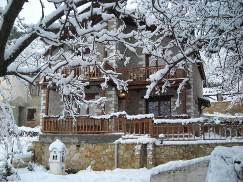 Theasis Guesthouse - Kato Trikala Greece
