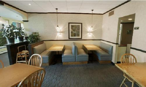 Best Western Syracuse Airport Inn Photo