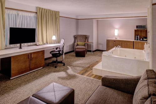 Hilton Garden Inn Detroit Southfield Photo