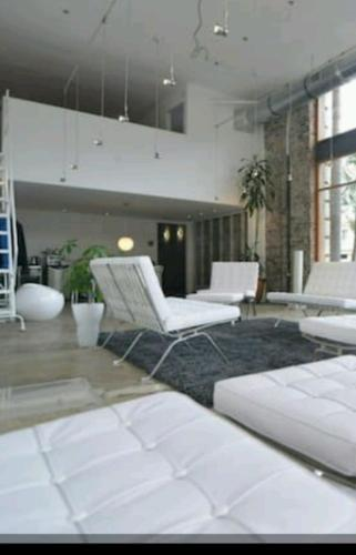 Modern Designer Loft Space - Long Beach, CA 90813
