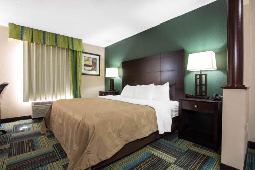 Quality Inn & Suites Arnold Photo