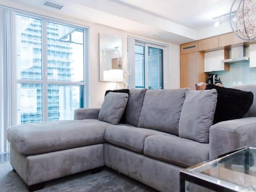 N2N Suites - Heart of the City - Downtown Suite Photo