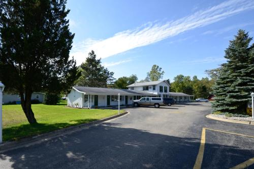 Americas Best Value Inn Jonesville/Hillsdale Photo
