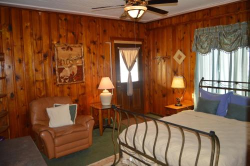 Moon River Cabins Photo