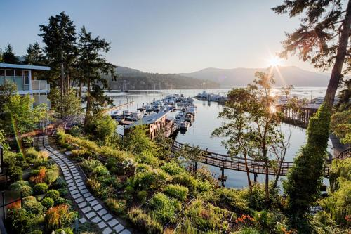 Brentwood Bay Resort & Spa Photo