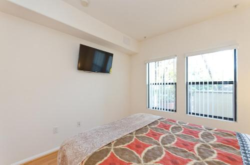 Fabulous Walk of Fame Apartment in Hollywood - Los Angeles, CA 90028