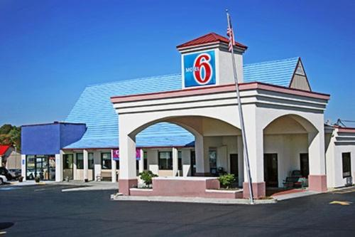 Motel 6 - Calhoun