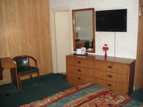 Sonner Motor Inn - Winfield, KS 67156