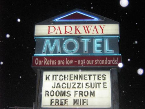 Parkway Motel & European Lodges Photo