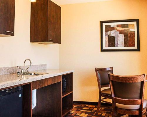 Quality Inn & Suites Minot Photo