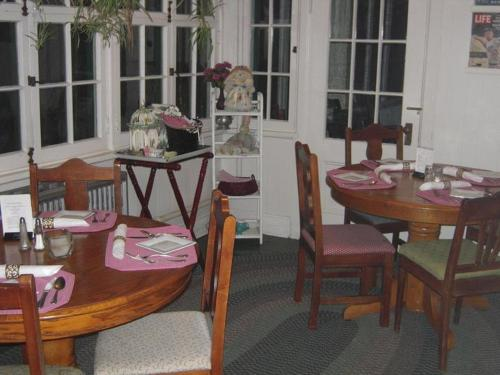 Brookview Manor Inn Photo