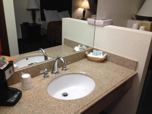 Howard Johnson Inn Lubbock Photo