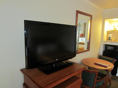 Comfort Inn Monterey By The Sea - Monterey, CA 93940