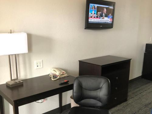 Executive Inn and Suites Joaquin Photo