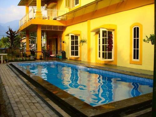 Restaurants near me in sukabumi triphobo for Balcony hotel sukabumi