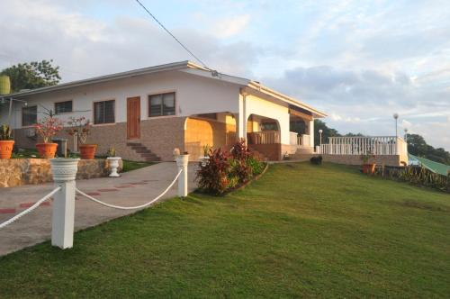 Reef Villa and Guesthouse, Anse aux Pins