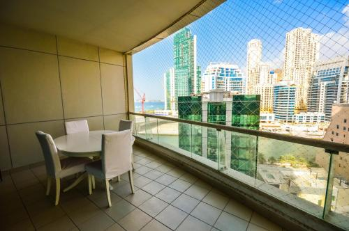 Hometown Apartments - Extra spacious 3-bedroom on the beach & Marina, 迪拜