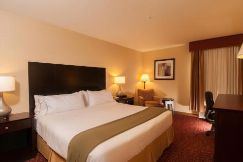 Holiday Inn Express Vernon-Manchester Photo