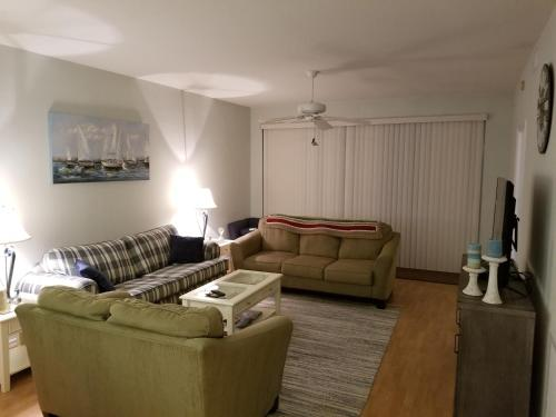 Crown Pointe-Naples Condo for Rent