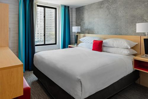 Red Lion Inn and Suites Brooklyn Photo
