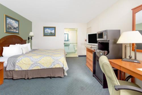 Days Inn Cedar Falls- University Plaza - Cedar Falls, IA 50613