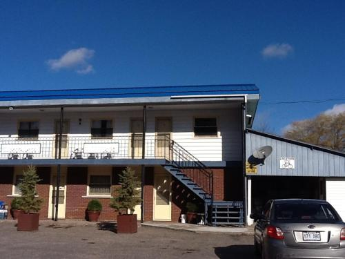 Auberge du Village Shawville Motel Photo