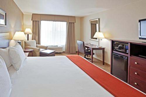 Holiday Inn Express Hotel & Suites Vancouver Mall-Portland Area Photo