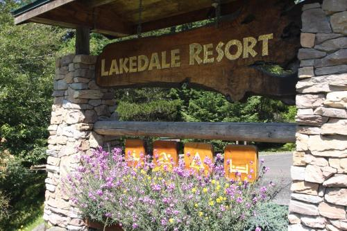 Lakedale Resort at Three Lakes Photo