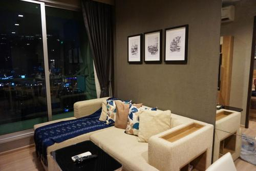 Great location, Luxury Apartment with Sky pool BTS & Pier, 曼谷