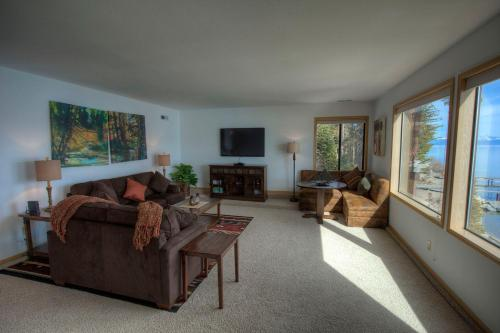 Lakefront Home 220 Photo