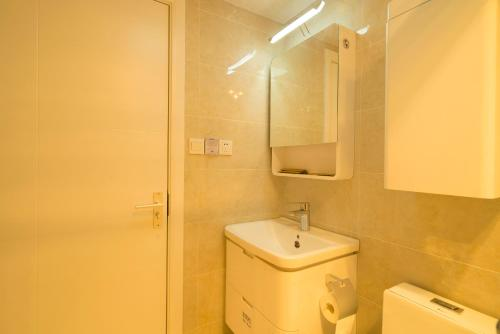 Nanjing west road boutique apartment photo 123