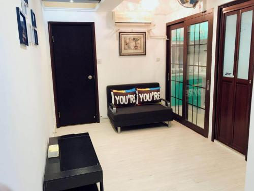 3 Bedroom 2 Bathroom Comfy Apartment in Yau Ma Tei, Hong Kong