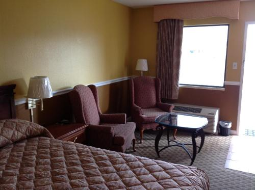 Colonial Inn and Suites - Memphis Photo