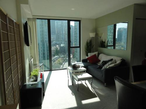 Spacious executive townhome in the heart of Downtown, Vancouver
