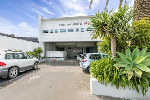 Sunny studio in Kingsland with private bathroom, Auckland