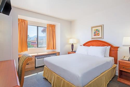 Days Inn and Suites Camp Verde Photo
