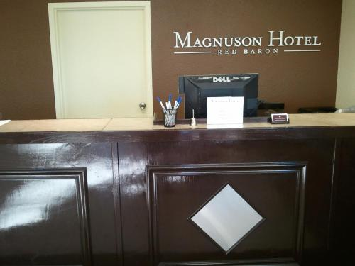 Magnuson Hotel Red Baron Photo