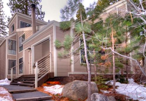 Forest Pines Condo Close to Lake Tahoe Photo