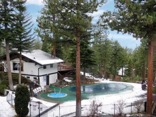 Tahoe Tyrol Lodge Photo