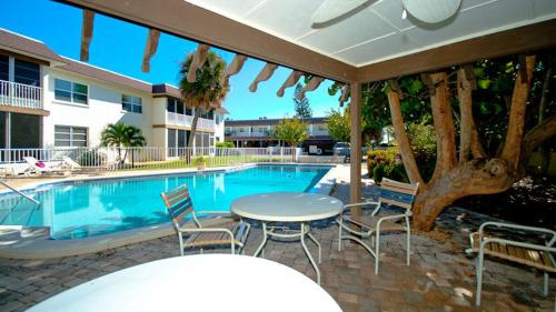 Cayman Cay Unit 206 Photo