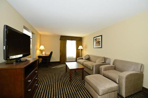Best Western Plus Prairie Inn Photo
